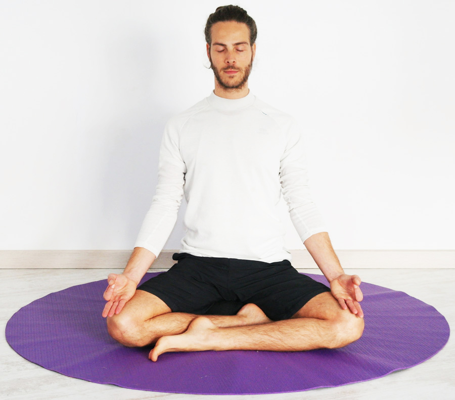 La postura sentada de Siddhasana