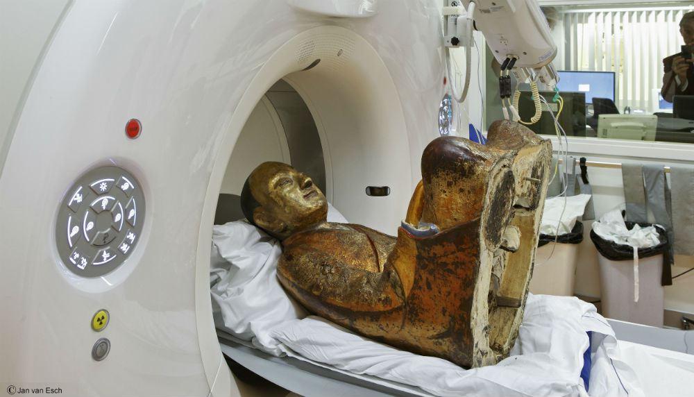Escultura de Buda esconde monje momificado de hace 1000 años en su interior