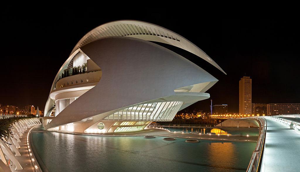 El Palau de les Arts Reina Sofía, Valencia, cuya cúpula de la coronación tiene forma de hoja de la naturaleza