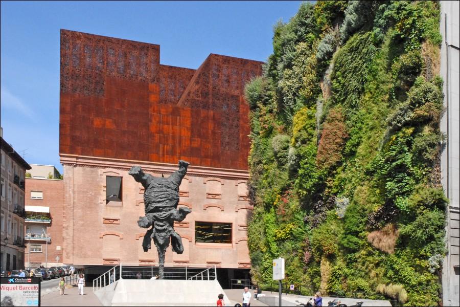 El jardín vertical de la fundación Caixaforum en Madrid