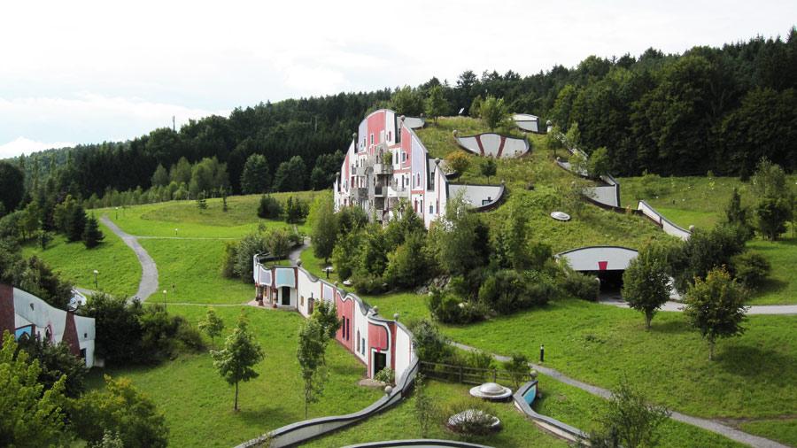 Steinhaus, Rogner Bad Blumau von Friedensreich Hundertwasser